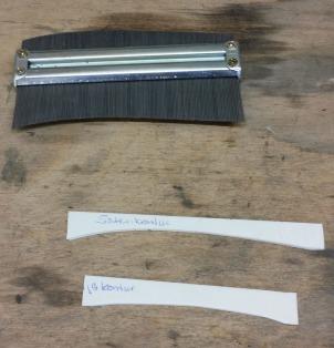 Mit der Hilfe einer Schmiege sind die beiden Schablonen aus PS entstanden.